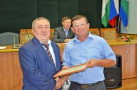 Глава администрации И.Гарифуллин вручил почетные грамоты депутатам районного Совета