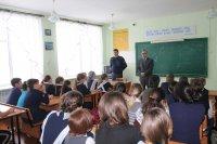 Инспектор ОГИБДД района Р.Ахтямов рассказал учащимся Ургушевской СОШ об особенностях безопасного поведения на дороге в зимнее время