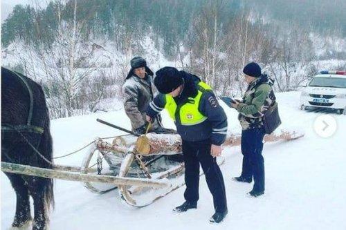 Главный госавтоинспектор Башкирии прокомментировал резонансное фото с инспектором ДПС