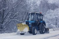 Жительница д.Кантон Р.Кдрасова благодарит депутата Совета МР Д.Акрамова за качественную очистку дорог от снега