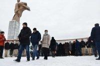22 февраля в райцентре возложили венки и цветы к памятнику Воину-освободителю